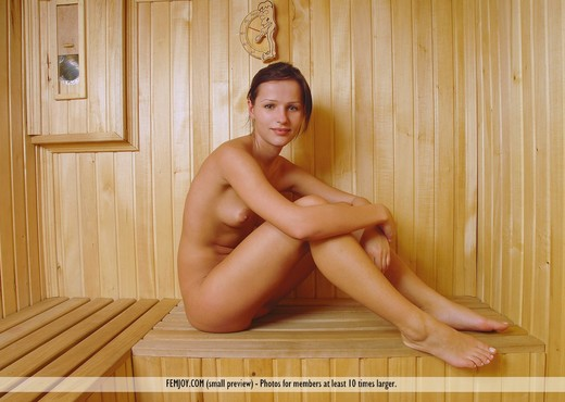 Steaming Honey - Melodie - Solo Nude Gallery
