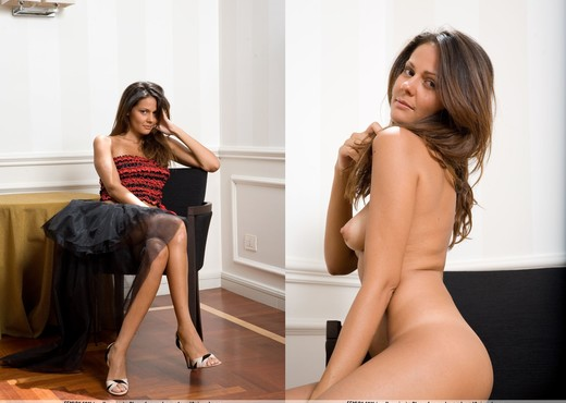 It Can Happen - Chiara - Solo Sexy Photo Gallery