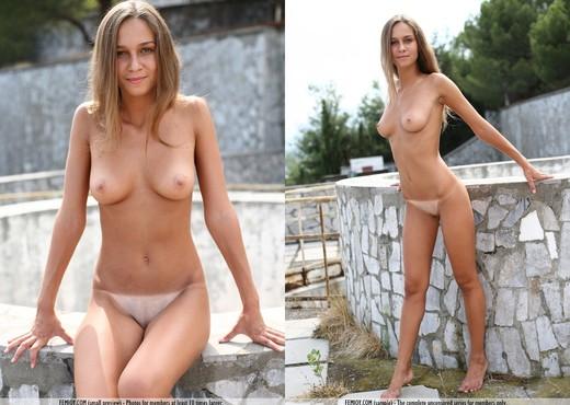 Round Here - Vita - Femjoy - Solo Nude Pics