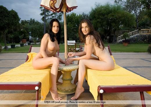 Sun Kiss - Gwen - Femjoy - Lesbian Nude Gallery