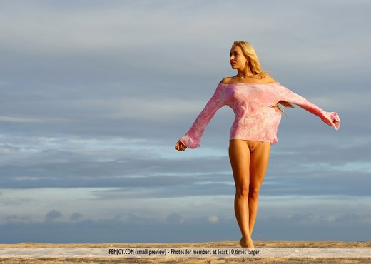 Glamour At The Beach - Kaethe - Solo Picture Gallery