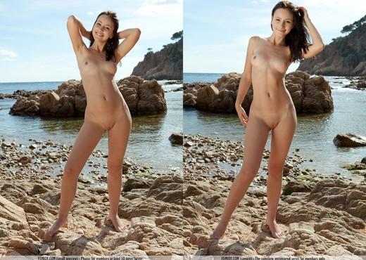 Smile - Rosalin E. - Femjoy - Solo Nude Pics