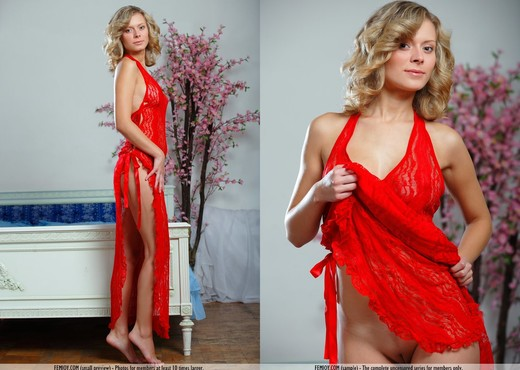 Around Me - Anne P. - Femjoy - Solo Picture Gallery