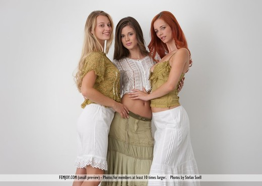 Friends Forever - Ariel - Lesbian Picture Gallery