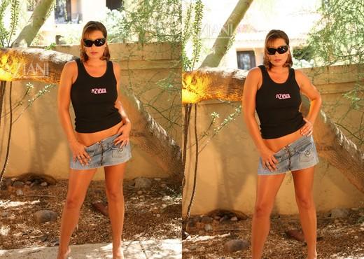 Alischa - taking the bush outdoors - Pornstars Nude Pics