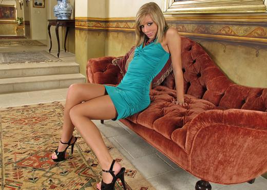 Chastity Lynn - InTheCrack - Toys HD Gallery