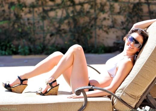 Brianne - FTV Girls - Solo Nude Pics