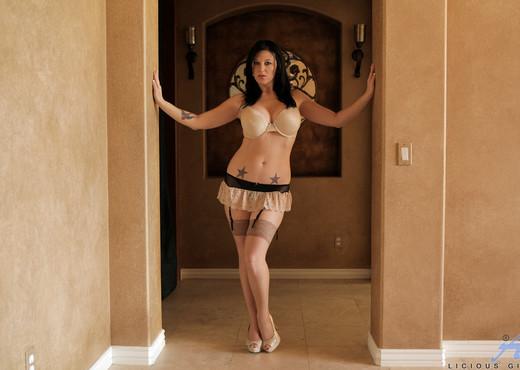 Licious Gia - Sexy Lady - Anilos - MILF HD Gallery