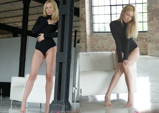 Sexy blonde amateur Lina Napoli takes off her clothes in a pleasing fashion № 921332 бесплатно