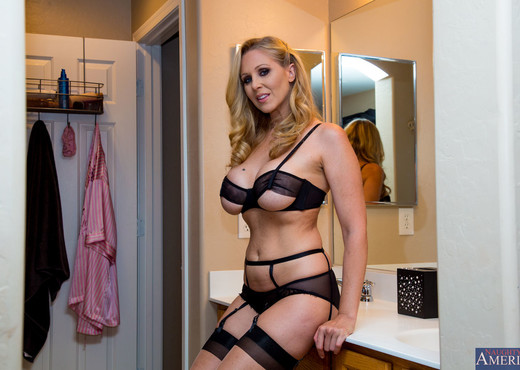 Julia Ann - Dirty Wives Club - MILF Image Gallery