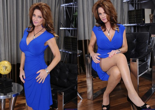 Deauxma - Seduced By A Cougar - MILF Nude Gallery
