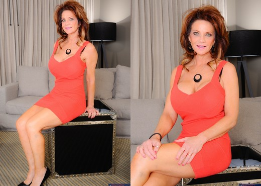 Deauxma - My Friend's Hot Mom - MILF Picture Gallery