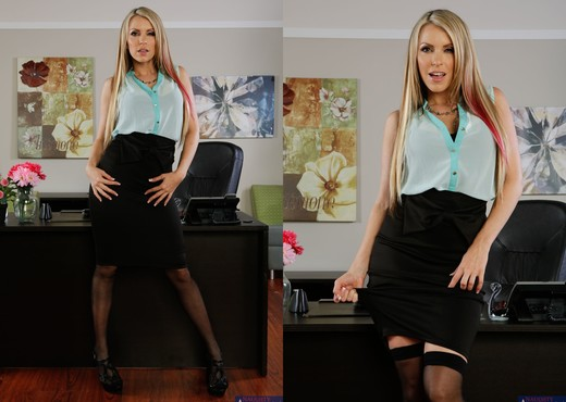Courtney Cummz - Naughty Office - Hardcore Nude Gallery