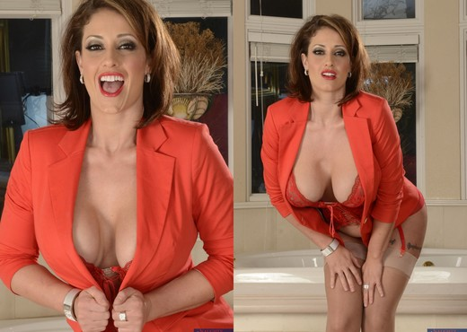 Eva Notty - Seduced By A Cougar - MILF Sexy Gallery