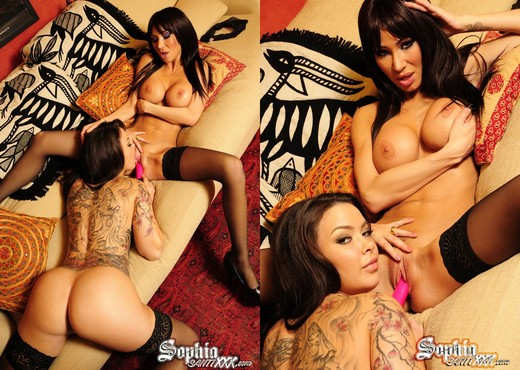Sophia Santi fucks Sandee Westgate - Lesbian Hot Gallery