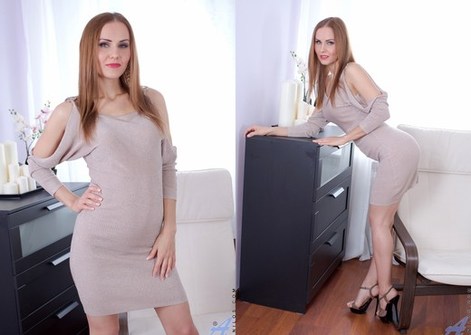 Sabrina Moor is not satisfied with just one dick in her hole № 314635 бесплатно