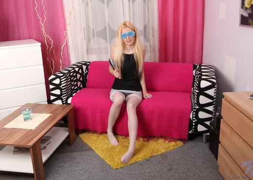Yvonne - Nubiles - Teen Solo - Teen Picture Gallery