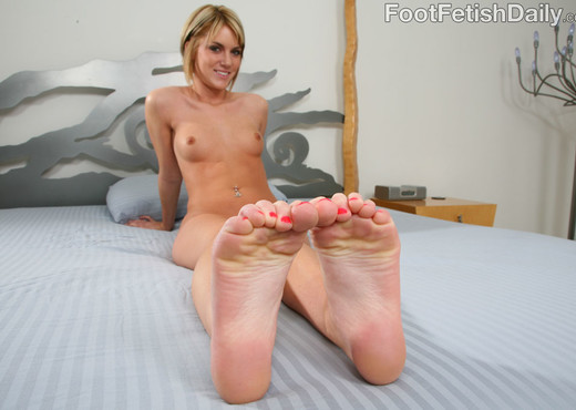 Riley Rey Sexy Pink Toes - Foot Fetish Daily - Hardcore Picture Gallery