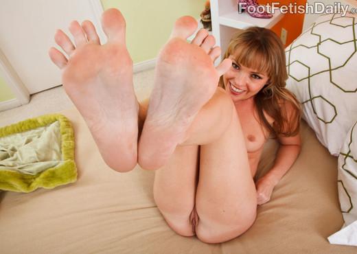 Trisha Uptown Lesbian Feet - Lesbian Nude Pics