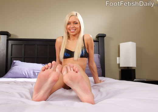 Kacey Jordan Exposes Feet and Rides the Cock - Hardcore Sexy Gallery
