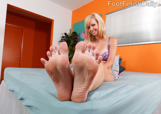 Hayden and Her Sexy Friend Darryl Lick Feet and Eat Pussy - Lesbian Sexy Photo Gallery