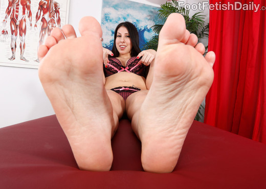 Esperanza Diaz Wraps Her Big Feet Around a Fat Cock - Hardcore Nude Pics
