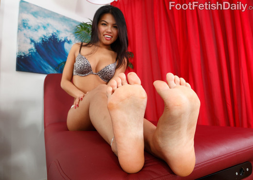Cindy Starfall Loves Riding Dick and Giving Footjobs - Hardcore Porn Gallery