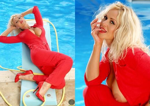 Sasha - Actiongirls - Boobs HD Gallery