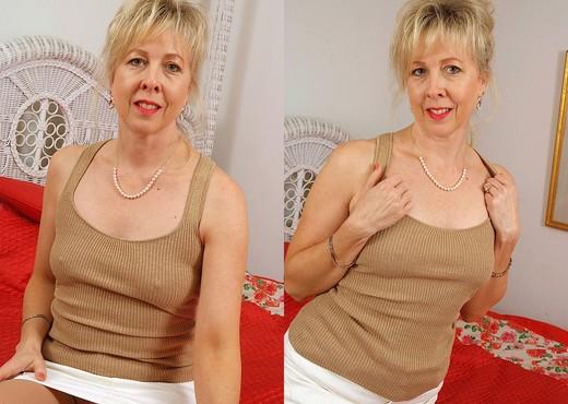 Linda - Karup's Older Women - MILF Nude Gallery