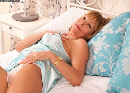 Elaine - Karup's Older Women - MILF Picture Gallery