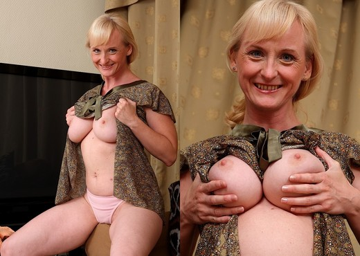 Monik - Karup's Older Women - MILF Porn Gallery