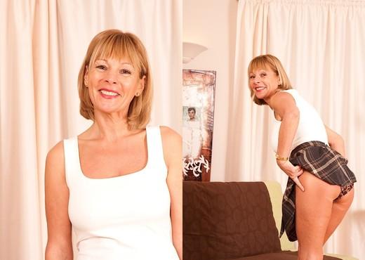 Elaine - Karup's Older Women - MILF Image Gallery