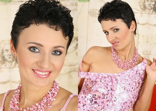 Jordan - Karup's Older Women - MILF Sexy Photo Gallery