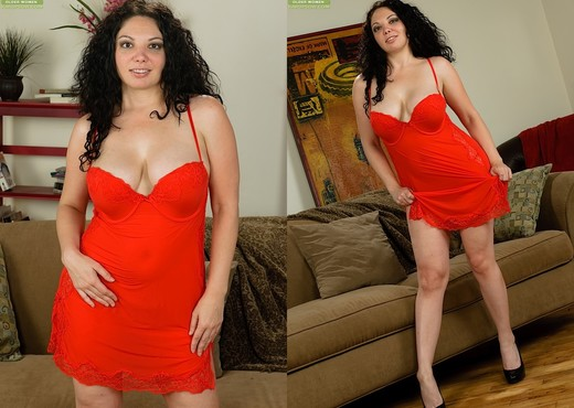 Kiki Daire - Karup's Older Women - MILF Sexy Photo Gallery