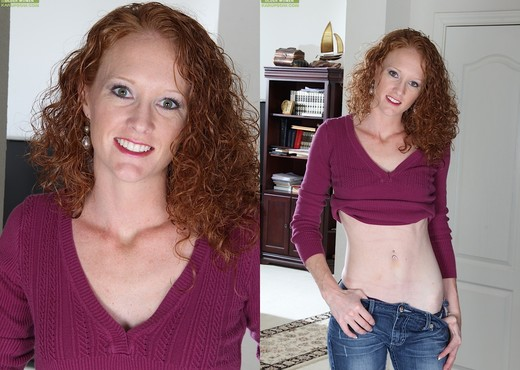 Ande - curly milf spreading her legs - MILF Picture Gallery