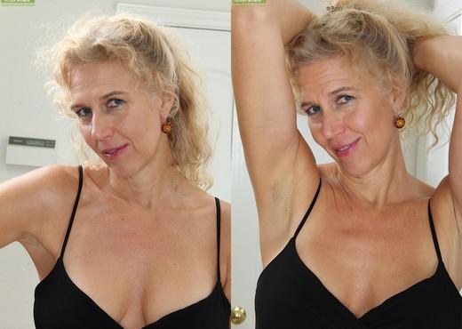 Cally Jo - Karup's Older Women - MILF Nude Pics