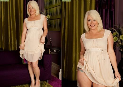Amber Jewell - Karup's Older Women - MILF Nude Pics