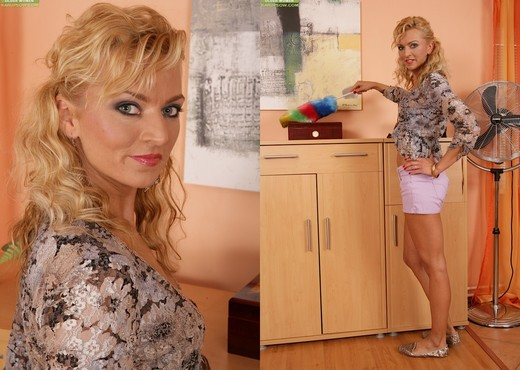 Sophia Magic - Karup's Older Women - MILF Image Gallery
