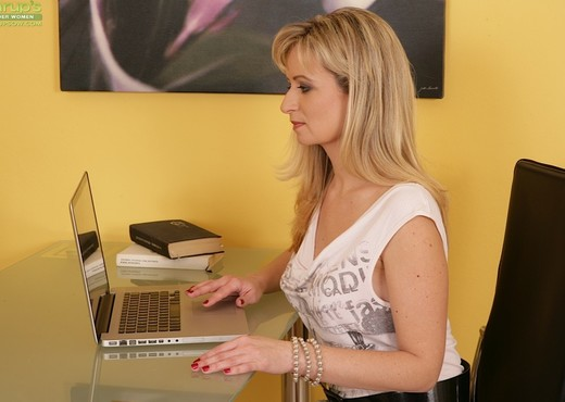 Samantha Marty - Karup's Older Women - MILF Porn Gallery