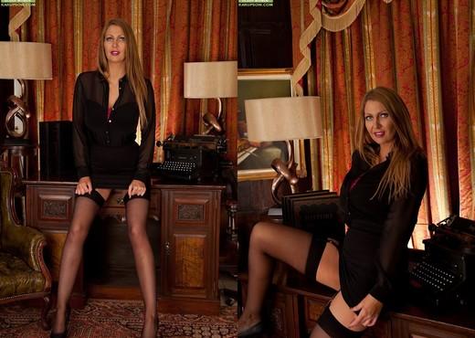 Leigh Darby - Karup's Older Women - MILF Nude Gallery