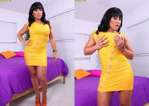 Outstanding posing with a busty Latina milf chick Becca Diamond № 975390 без смс