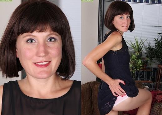 Meredith Johnson - Karup's Older Women - MILF HD Gallery