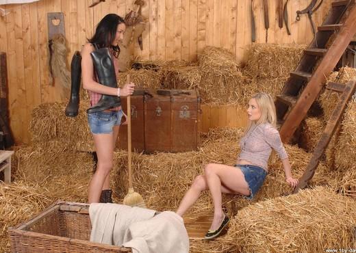 Indina & Suzie Carina - Lesbian Nude Gallery