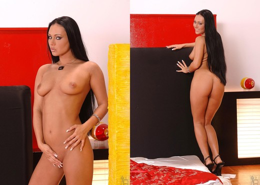Valentina Velasques - 1by-day - Solo Sexy Photo Gallery