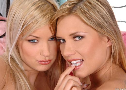 Bridget & Veronica da Sauza - Lesbian Nude Pics