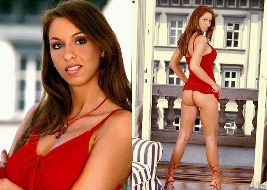 Lisa Sparkle - 1by-day - Toys Porn Gallery