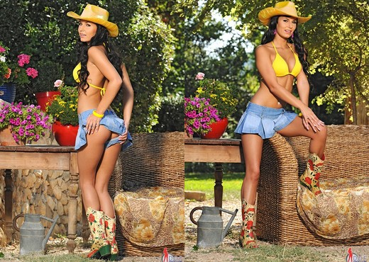 Stacy Da Silva - 1by-day - Toys Nude Gallery