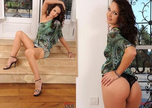 Aneta J. - Black vibe - Toys Nude Pics