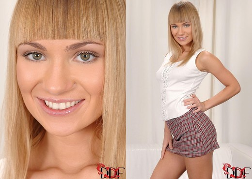 Blake aka Nicole - 1by-day - Toys Sexy Gallery