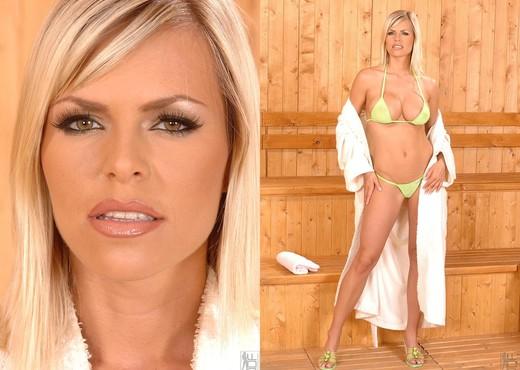 Wivien - DDF Busty - Boobs Nude Gallery
